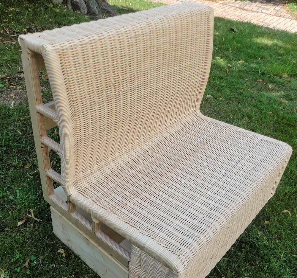 rattan_couch_full_02